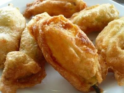 Fiori di zucca fritti in pastella thumbnail