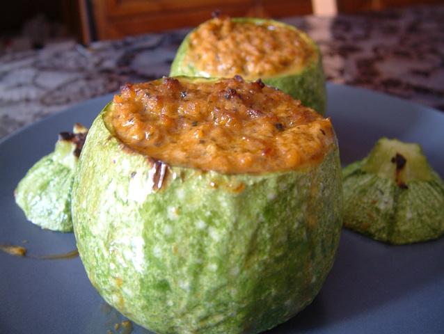 Zucchine tonde al forno ripiene con tonno e robiola thumbnail