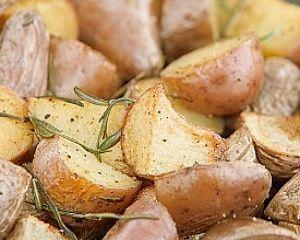 Patate novelle al forno con rosmarino thumbnail