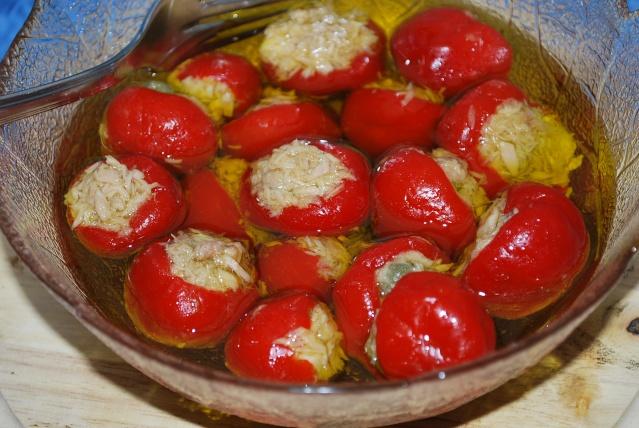 Peperoncini ripieni sott'olio thumbnail