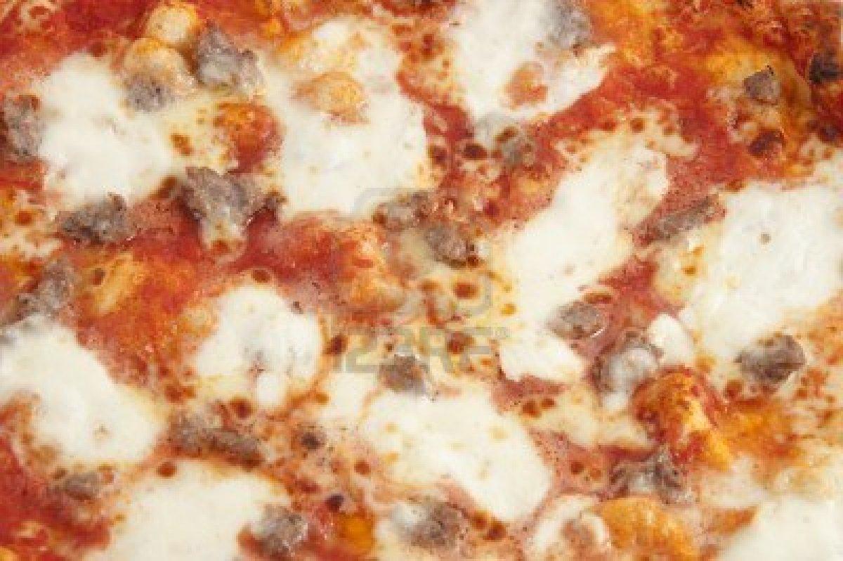 Pizza di patate con pomodori e mozzarella thumbnail