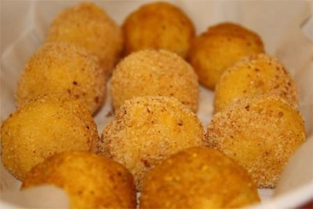 Polpette di polenta ai funghi porcini thumbnail