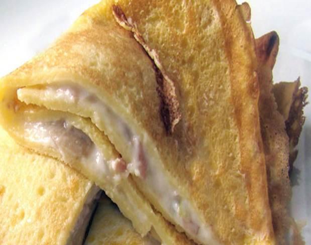 Crespelle con prosciutto e formaggio thumbnail